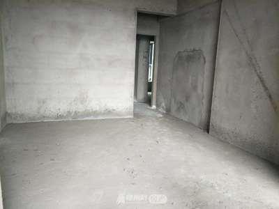 齐星花园电梯房中层三室两厅毛坯任性装