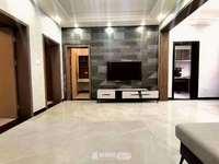 一楼带私家小院! 精装三室两厅,家具家电齐全,证满五,过户费便宜